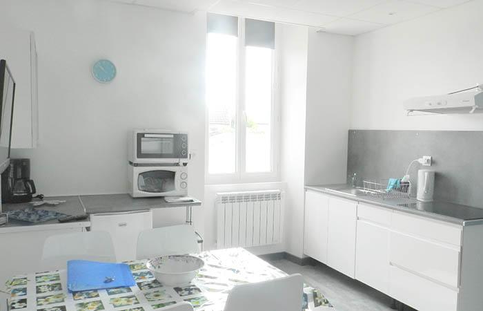 studio 3 etoiles tr s lumineux 5 minutes pieds des. Black Bedroom Furniture Sets. Home Design Ideas
