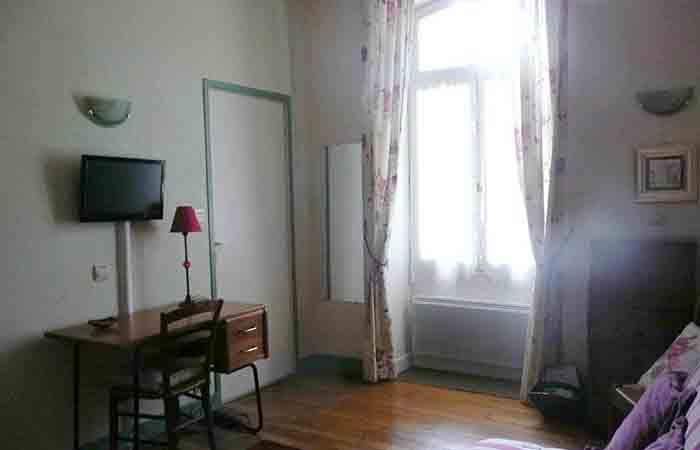 beau meuble non fumeur 7mn pied des thermes pour une cure thermale vichy. Black Bedroom Furniture Sets. Home Design Ideas